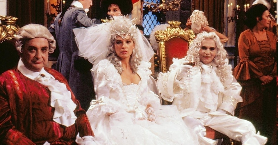 """Roger Webert (Fábio Sabag), Suzanne Webert (Natália do Vale) e Vanolli Berval (Jorge Dória) em cena de """"Que Rei Sou Eu?"""""""