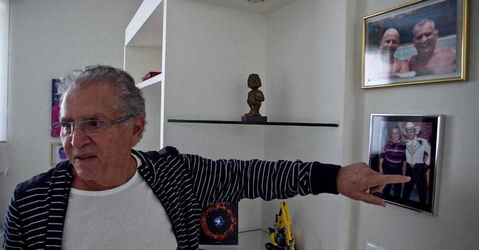 """""""Aqui com dois grandes amigos, Beto Carreiro e Carlos Manga (acima)"""" (4/5/12)"""