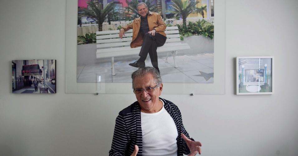 """Em entrevista em sua casa em Alphaville, Carlos Alberto de Nóbrega revela que teme o fim da """"A Praça É Nossa"""" (4/5/12)"""