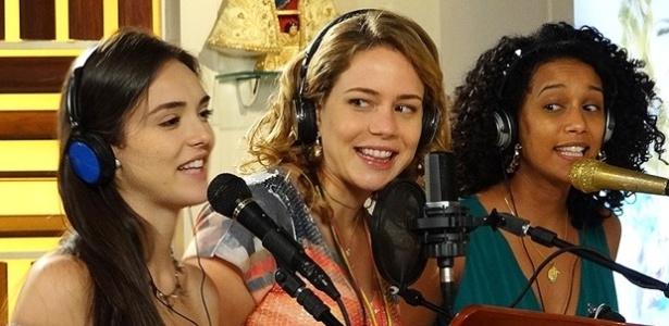 Cida e Penha gravam com Rosário música composta pela cozinheira (11/5)