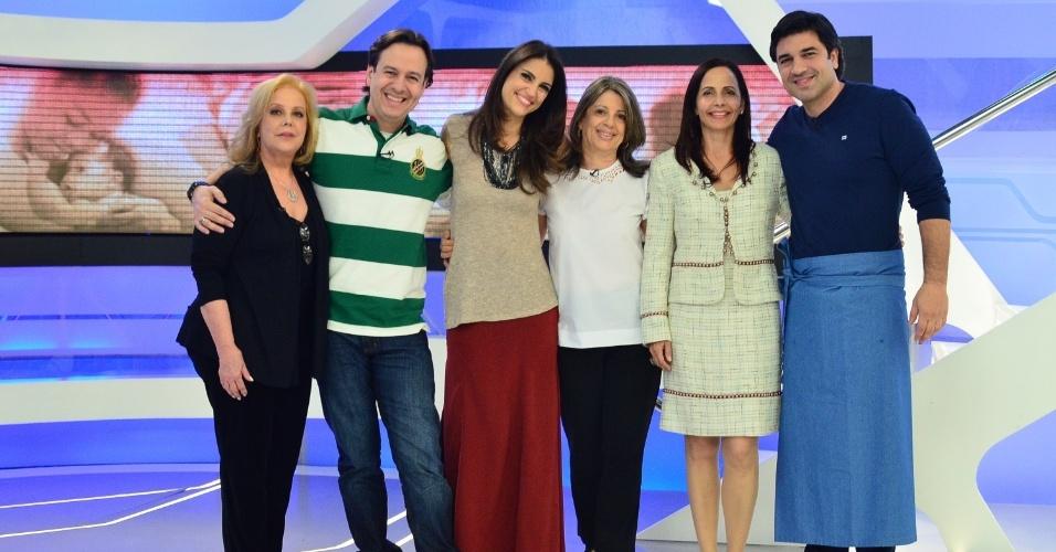 """Celso Zucatelli e sua mãe Laura, Chris Flores e sua mãe Sueli, Edu Guedes e sua mãe Leila, em programa """"Hoje em Dia"""" especial do Dia das Mãe (11/5/12)"""