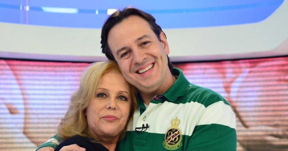"""Celso Zucatelli e sua mãe Laura no programa """"Hoje em Dia"""" especial do Dia das Mãe (11/5/12)"""
