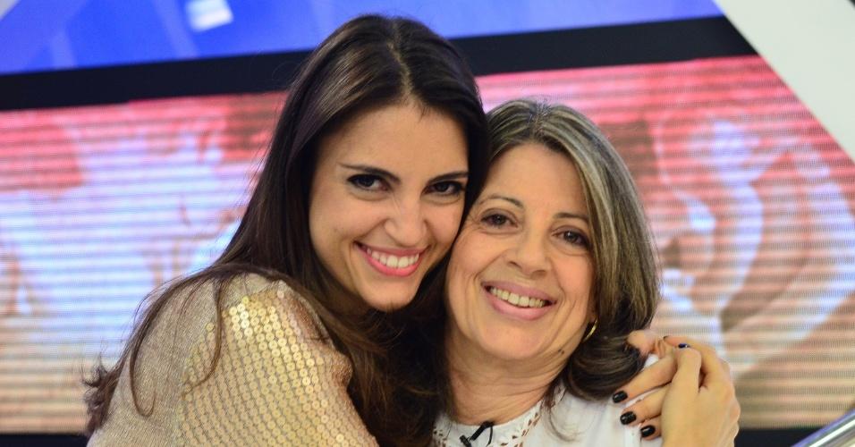 """Chris Flores e sua mãe Sueli no programa """"Hoje em Dia"""" especial do Dia das Mãe (11/5/12)"""