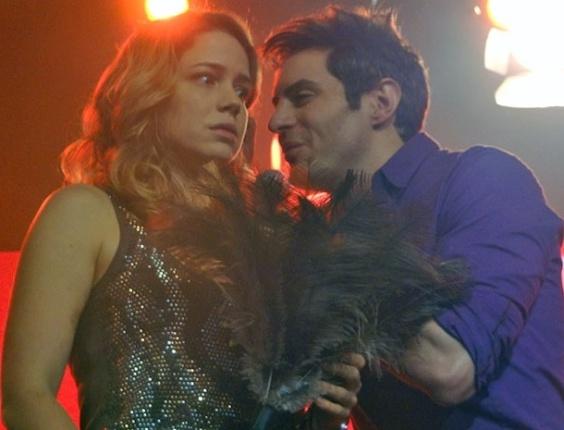 """Em """"Cheias de Charme"""", Rosário sonha que é humilhada em palco ao lado de Fabian"""