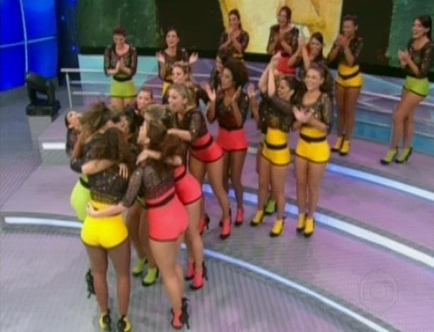"""Dançarinas do programa """"Domingão do Faustão"""" são escolhidas para serem professoras dos famosos (13/5/12)"""