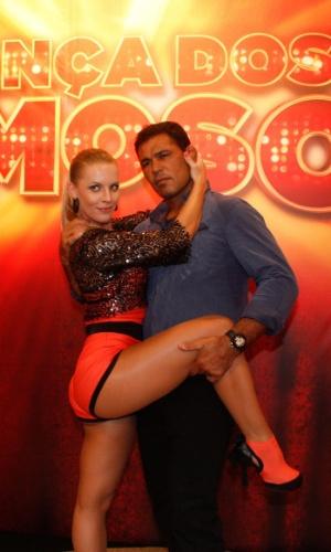 """Minotauro forma par com a dançarina Juliana Valcézia na nona edição da """"Dança dos Famosos"""" (13/5/12)"""