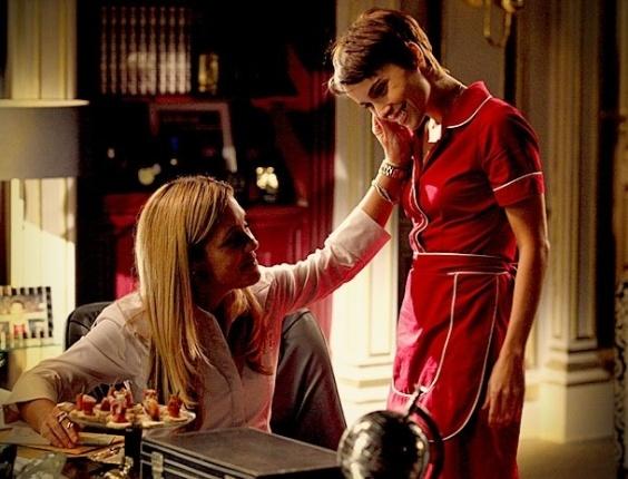 """Em """"Avenida Brasil"""", Carminha enche Nina de elogios e diz que ela é a filha que não teve (15/5/12)"""