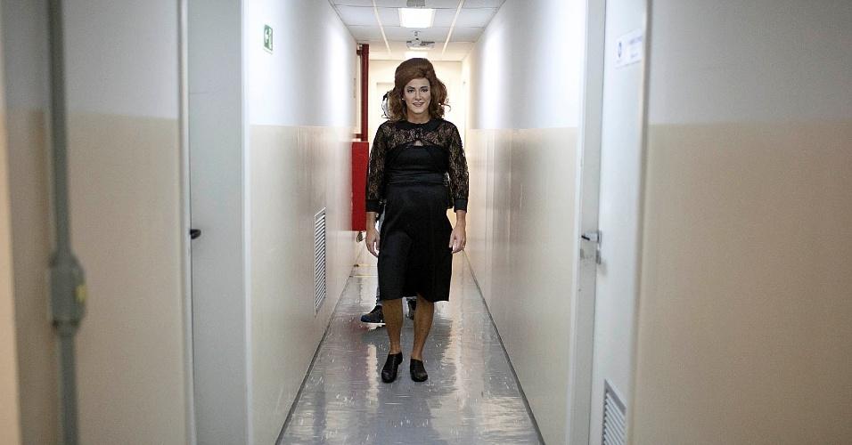 """Já pronto, Rodrigo Faro se transforma na cantora britânica Adele para o quadro """"Dança Gatinho"""" (15/5/12)"""