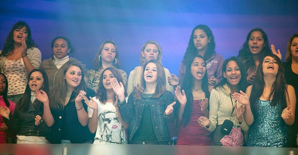 """A plateia de """"O Melhor do Brasil"""", na Record, é uma das mais concorridas da Record, com 250 pessoas (15/5/12)"""
