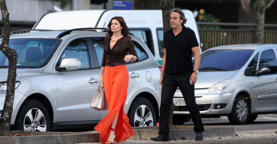 """Alexandre Borges e Débora Bloch gravam cenas de """"Avenida Brasil"""" em Ipanema (17/5/12)"""