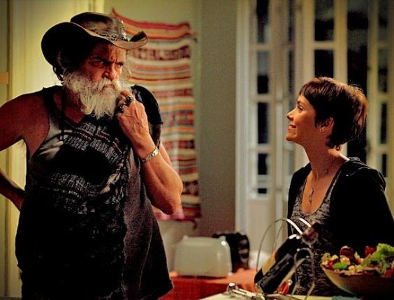 """Em """"Avenida Brasil"""", Nina compra o silêncio de Nilo e o convida para dormir em sua casa (17/5/12)"""