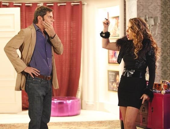 "Em ""Cheias de Charme"", Laércio tenta beijar Chayene e leva tapa no rosto (18/5/12)"
