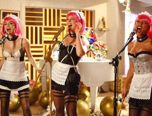 "Cida (Isabelle Drummond), Rosário (Leandra Leal) e Penha (Taís Araújo) no clipe ""Vida de Empreguete"" (19/5/12)"