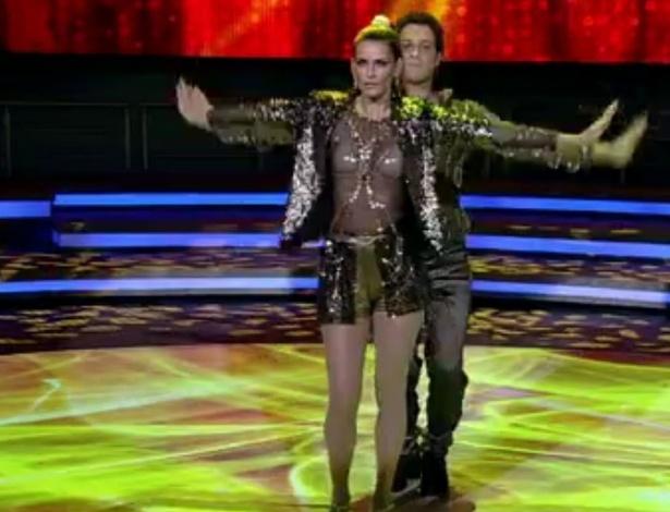 """Ao som de Madonna, a modelo Fernanda Motta fez sua primeira apresentação da """"Dança dos Famosos"""", no """"Domingão do Faustão"""" (20/5/12)"""