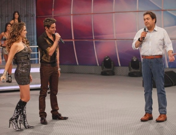 Chayene (Claudia Abreu) e Fabian (Ricardo Tozzi) no palco ao lado de Faustão (20/5/12)