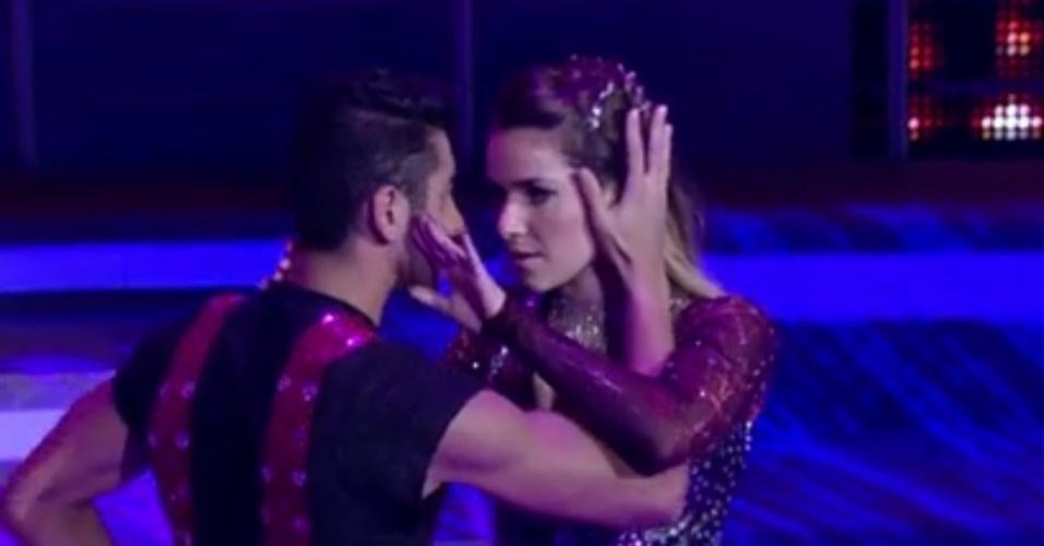 """Com o som de David Guetta, """"Without You"""", Monique Alfradique na primeira apresentação da """"Dança dos Famosos"""", no """"Domingão do Faustão"""" (20/5/12)"""