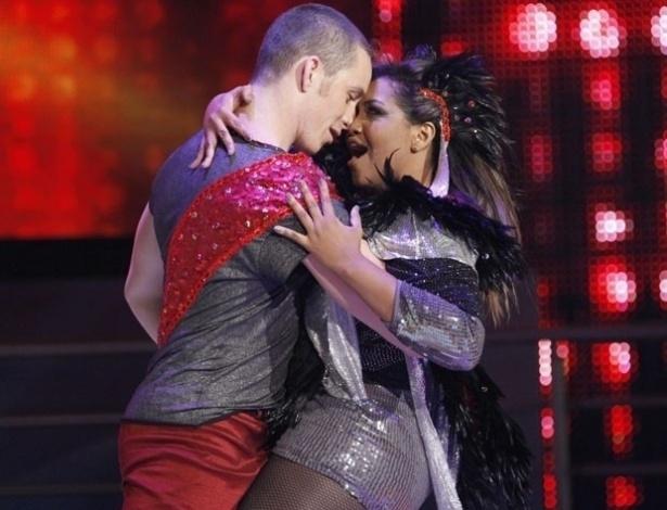"""Com o som de """"It's Raining Men"""", Gaby Amarantos na primeira apresentação da """"Dança dos Famosos"""", no """"Domingão do Faustão"""" (20/5/12)"""