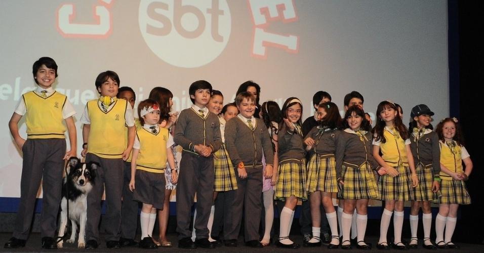 """Elenco de """"Carrossel"""" se reúne em São Paulo para assistir ao primeiro capítulo da refilmagem, produzido pelo SBT (21/5/12)"""