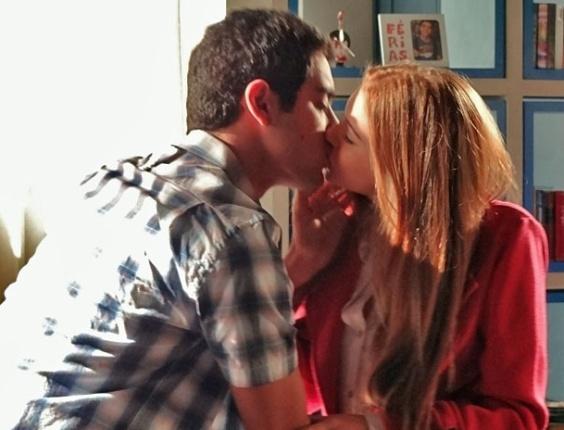 """Miguel Rômulo e Marina Ruy Barbosa em cena de """"Amor Eterno Amor"""" (21/5/2012)"""