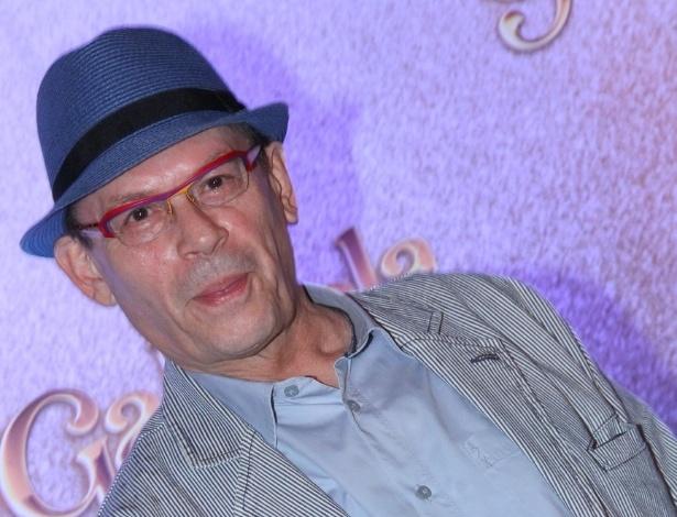 """Ator José Wilker posa para fotos na apresentação da novela """"Gabriela"""" na Bahia (21/5/12)"""