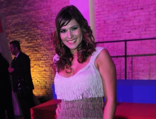 Lívia Andrade participa de festa em São Paulo para assistir ao primeiro capítulo da refilmagem, produzido pelo SBT (21/5/12)