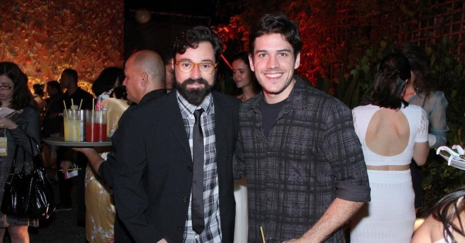 """Os atores Marco Pigossi e Emilio Orciocllo Netto na apresentação de """"Gabriela"""" na Bahia (21/5/12)"""