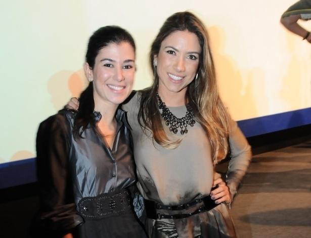 Renata e Patrícia Abravanel prestigiam a mãe em São Paulo no primeiro capítulo da refilmagem, produzido pelo SBT (21/5/12)
