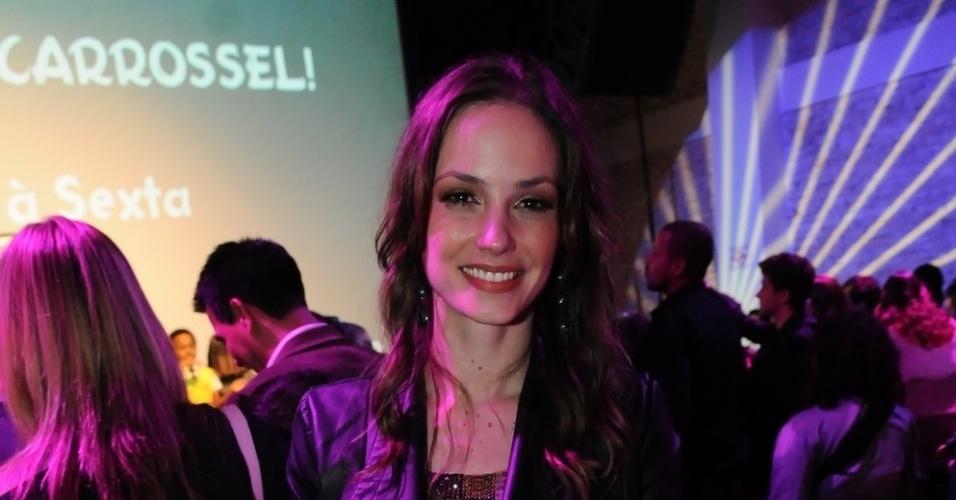 """Rosanne Mulholland assiste sua estreia como professora Helena em """"Carrossel"""" (21/5/12)"""