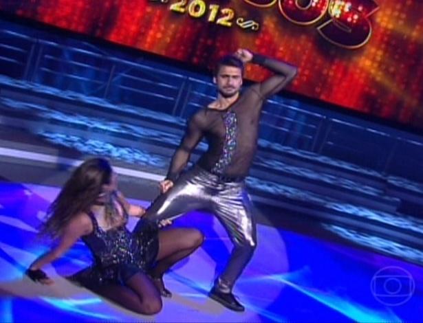 """Júlio Rocha e Carol Vieira estrearam na """"Dança dos Famosos"""" ao som de """"Vou Deixar"""", do Skank (27/5/12)"""