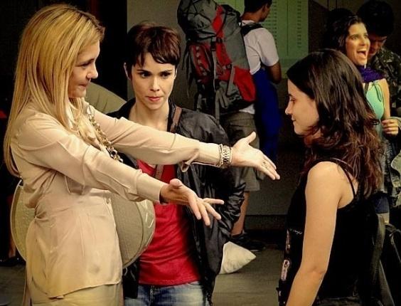 """Em """"Avenida Brasil"""", Carminha dá R$ 40 mil para falsa Rita e acredita ter se livrado dela (28/5/12)"""