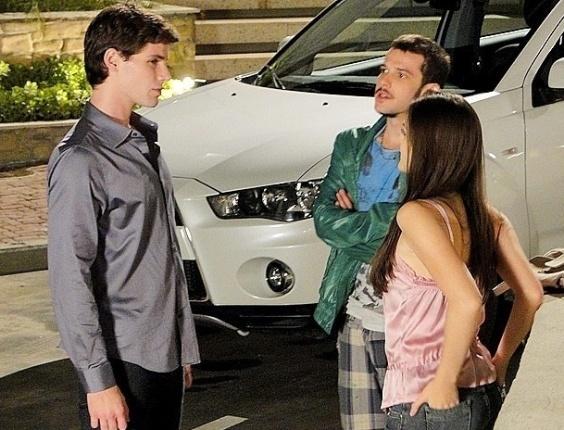 """Em """"Cheias de Charme"""", Rodinei enfrenta Conrado e consegue voltar a namorar Cida (28/5/12)"""