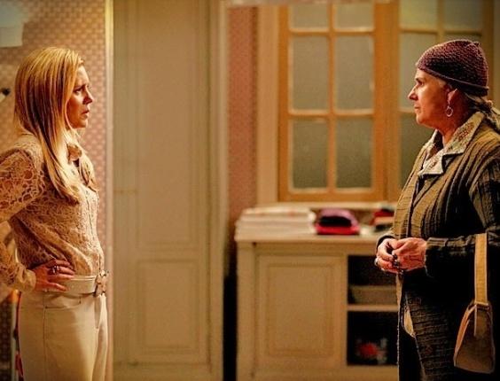 """Em """"Avenida Brasil"""", misteriosa, Lucinda procura Carminha e diz que Jorginho está à procura dos pais (30/5/12)"""