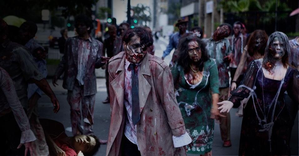 """Com medo dos zumbis de """"The Walking Dead"""", Nina se finge de morta para não ser devorada"""