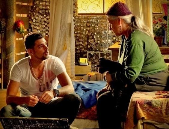 """Em """"Avenida Brasil"""", Jorginho descobre que se chamava Cristiano quando foi abandonado no lixão (30/5/12)"""