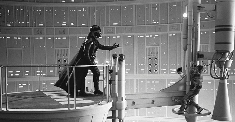 Foi por ver o quanto Luke Skywalker (Mark Hamill) sofreu ao se descobrir filho de Darth Vader (James Earl Jones/Sebastian Shaw) que Nina não contou a Jorginho que ele é filho de Carminha