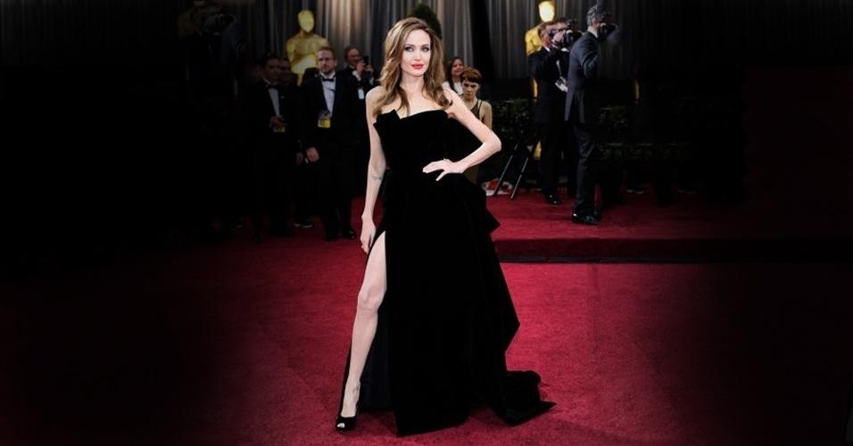 Pela cara feia que fez, Nina não aprovou o exibicionismo de Angelina Jolie no Oscar