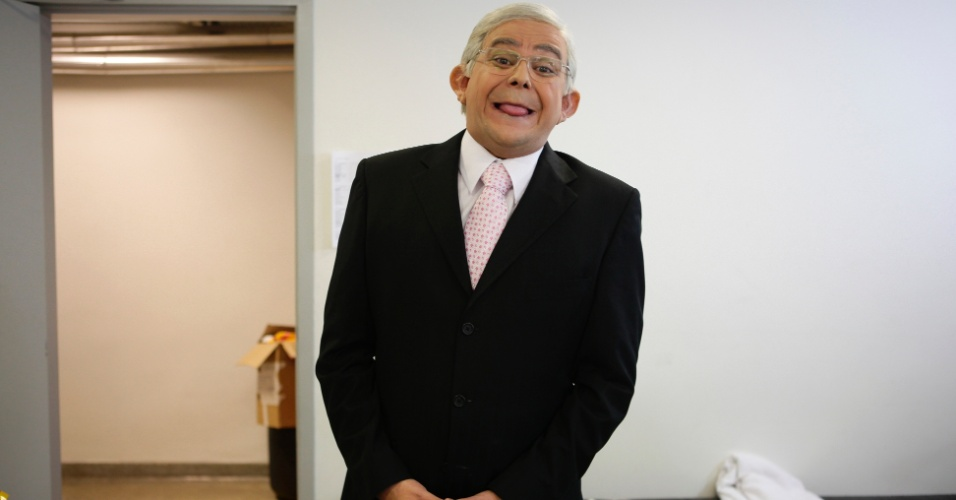 Carioca transformado no jornalista Boris Casoy. O crítico do UOL, Maurício Stycer acompanhou o processo nesta quinta (31)