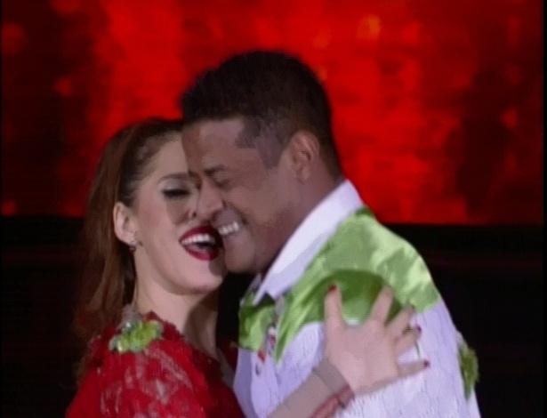 """Bárbara Paz e Marcelo Chocolate são aplaudidos de pé na """"Dança dos Famosos"""" (03/06/2012)"""