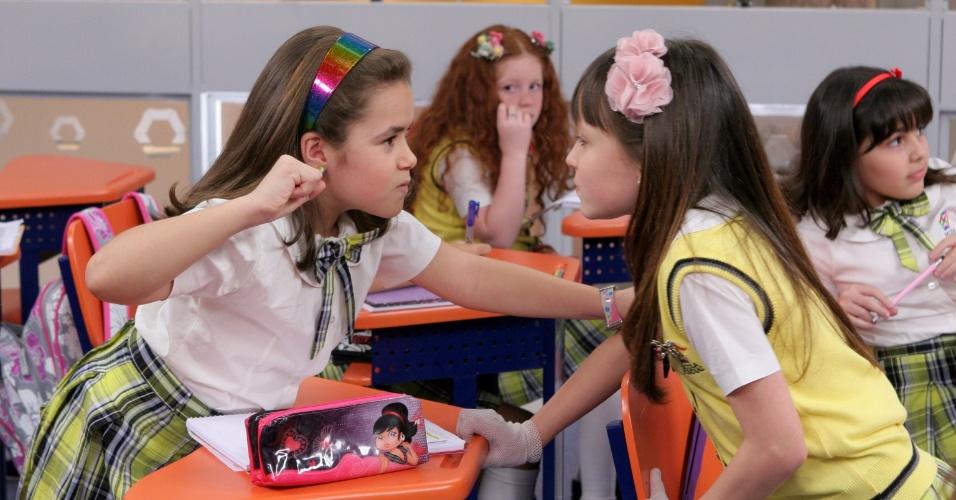 """Em """"Carrossel"""", Maria Joaquina e Valéria brigam na sala de aula"""