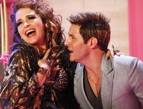 """Em """"Cheias de Charme"""", em clima brega-romântico, Chayene grava clipe com Fabian"""
