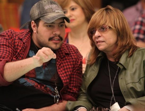 """Glória Perez, autora de """"Salve Jorge"""" e Tiago Abravanel no workshop para a próxima novela das nove da Rede Globo (6/6/12)"""