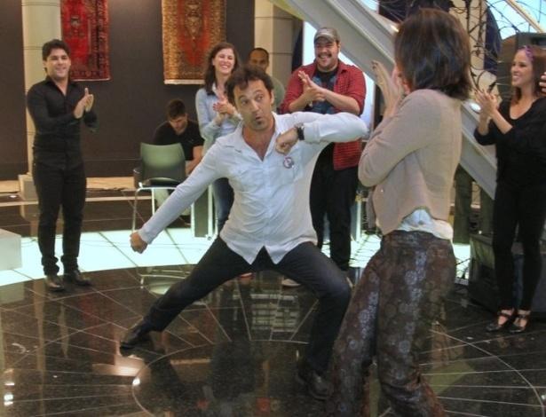 """Os atores Domingos Montagner e Tania Khalill ensaiam passos de dança turca durante workshop para novela """"Salve Jorge"""" (6/6/12)"""