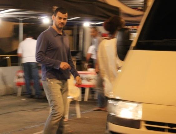 Carmo Dalla Vecchia gravou cena onde o carro do seu personagem, Fernando, capota (7/6/12). As cenas foram rodadas em um túnel em Niterói, Rio