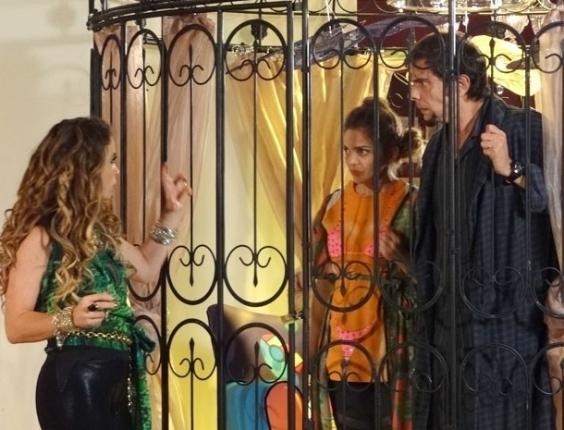 """Em """"Cheias de Charme"""", Chayene descobre que comida é de Rosário e tem medo de ser envenenada"""