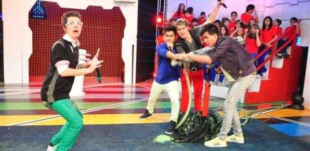 "A banda Restart apresenta o programa ""Estação Teen"" (8/6/12)"