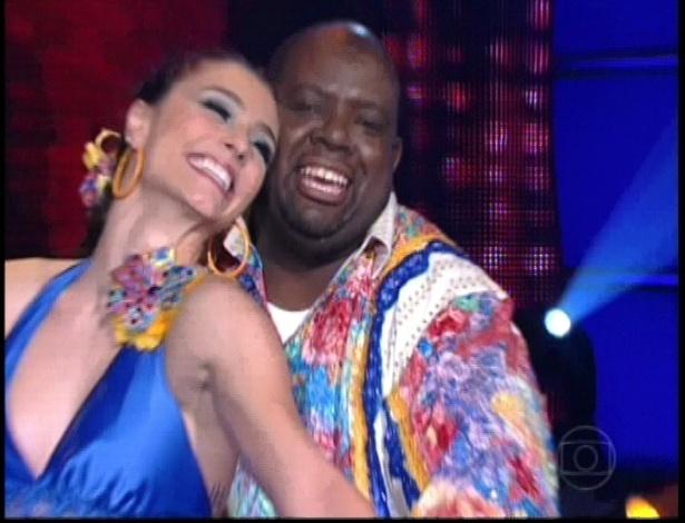 """Péricles e Luisa Módolo dançam forró ao som da música """"E Daí?"""", de Guilherme e Santiago, na """"Dança dos Famosos"""" no programa """"Domingão do Faustão"""" (10/6/12)"""