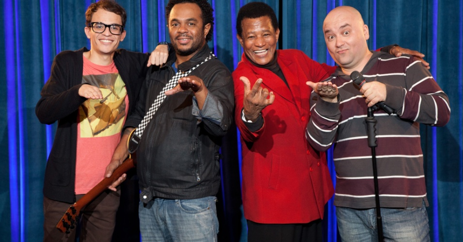 Cantor Jair Rodrigues ao lado de Daniel Duncan, Marcelo Marrom e Marco Zenni