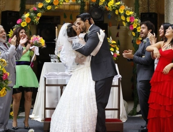 """Em """"Amor Eterno Amor"""", Valéria diz """"sim"""" para Josué e os dois se casam (12/6/12)"""
