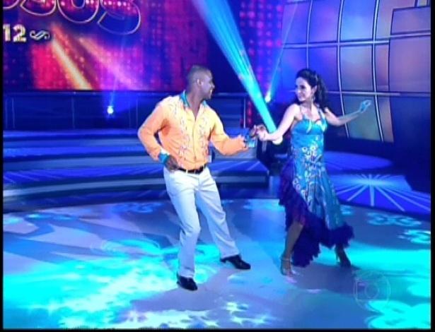 """Claudia Ohana e Patrick Carvalho dançam """"Folhetim"""" de Chico Buarque na noite do bolero na """"Dança dos Famosos"""" (17/6/12)"""