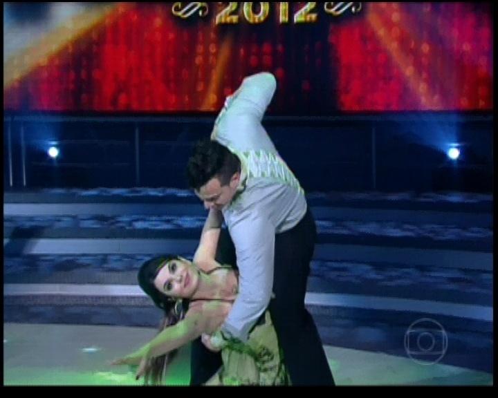 """Sthefany Brito e Leandro Azevedo dançam """"Meu Bem, Meu Mal"""" de Caetano Veloso na noite do bolero na """"Dança dos Famosos"""" (17/6/12)"""